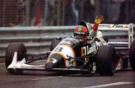 1990 Supone la consagración de Van de Poele como piloto de élite